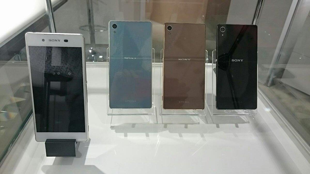 銀座ソニービル、Xperia Z4は展示だけで触れないw 来る価値無しwww http://t.co/pSMuYf3TSw