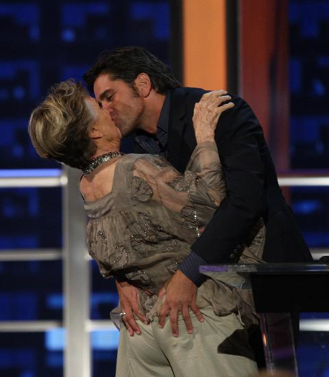 "..And boy, did I luv it!! ""@JohnStamos: And now for something completely different -  ass grabbing @Cloris_Leachman http://t.co/4HNrN1TQqy"""