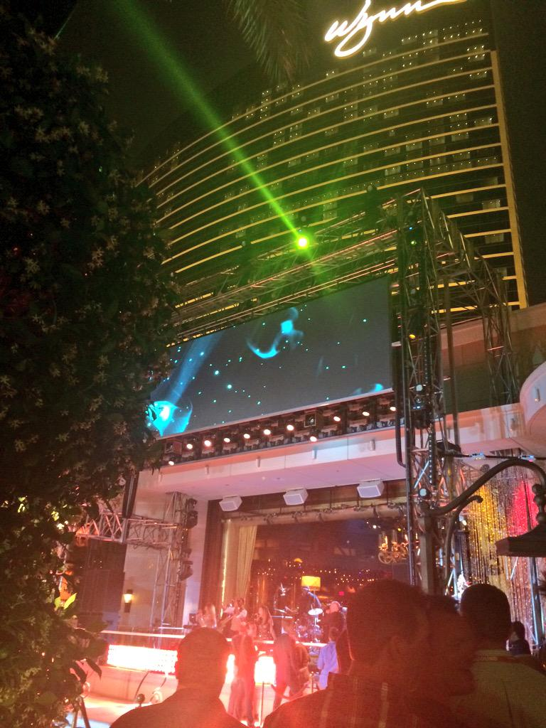 phoenix_medien: Lots of awesome show acts are going on at the Legendary #ImagineCommerce Evening Event! http://t.co/9u3hTNzFBy