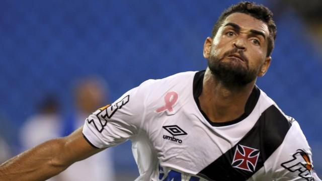 Vasco aciona psicóloga para tirar Flamengo da cabeça dos jogadores http://t.co/m9SZk5EHai