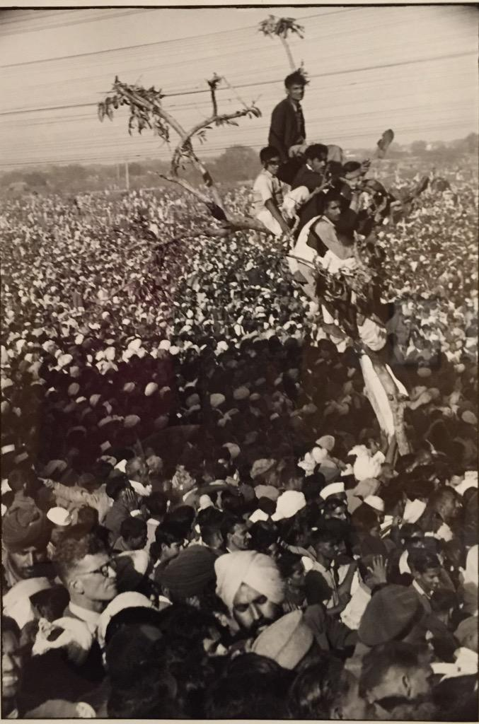 Crowds trying to glimpse Gandhi's funeral at RedCross Geneva. Deeply affecting exhib #sociablemuseum #MuseumNext http://t.co/8GDJPVTus5