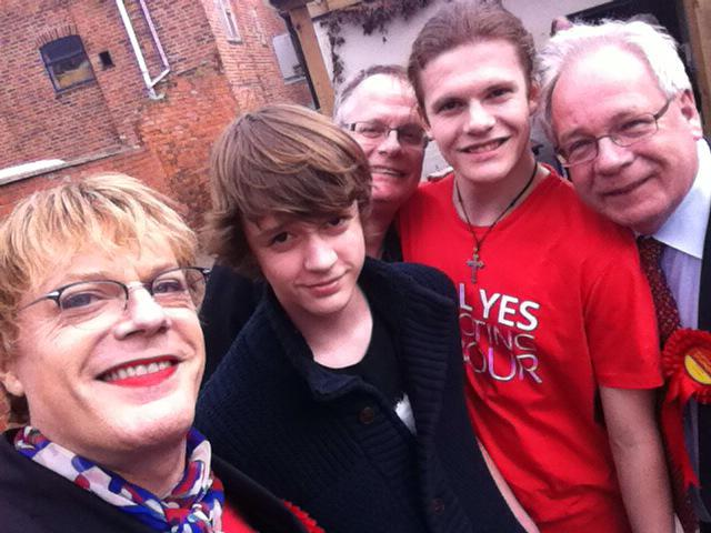 RT @auto_george: At the Loughborough @labour rally at the White Hart with @eddieizzard. Thanks Eddie! #VoteLabour http://t.co/GFikUelnli