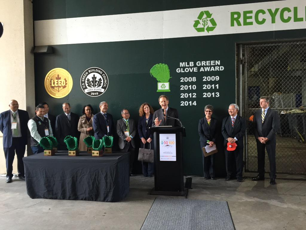 .@SFGiants trade their LEED silver for LEED Gold! Congrats! #EarthDay #ActOnClimate http://t.co/08A0yak4Dp