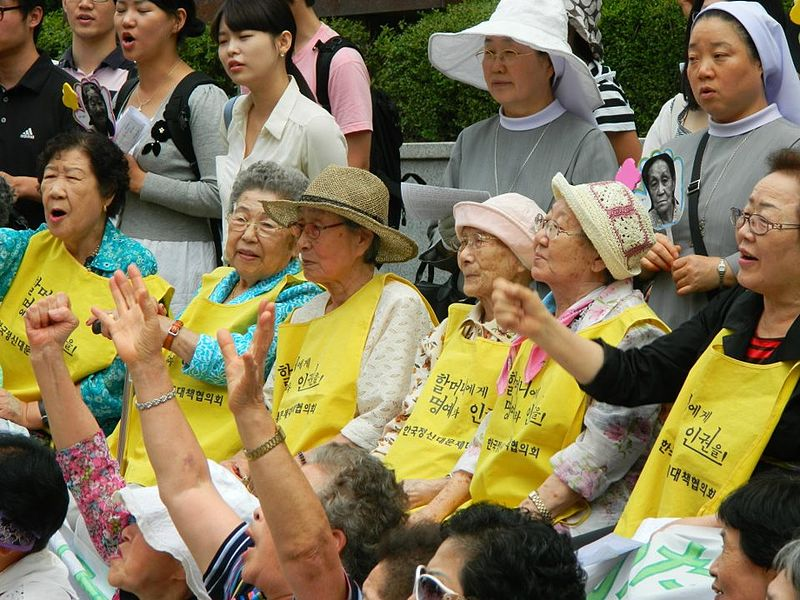 Comfort Women, rally in front of the Japanese Embassy in Seoul, August 2011. Img Claire Solery http://t.co/uY0P3AV8ab