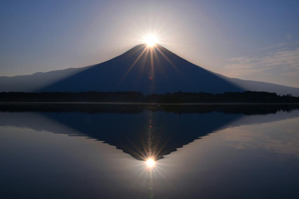 おはようございます。今朝は田貫湖からダブルダイヤモンド富士を見ることができました! pic.twitter.com/vKn50hE1ZC