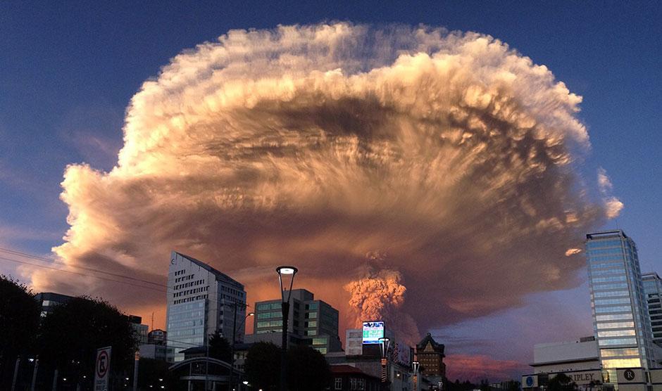 チリで「カルブコ火山」が大噴火 非常警報発令 現地の様子 https://t.co/4d87AZVyY6 https://t.co/RQXmoDXAfc