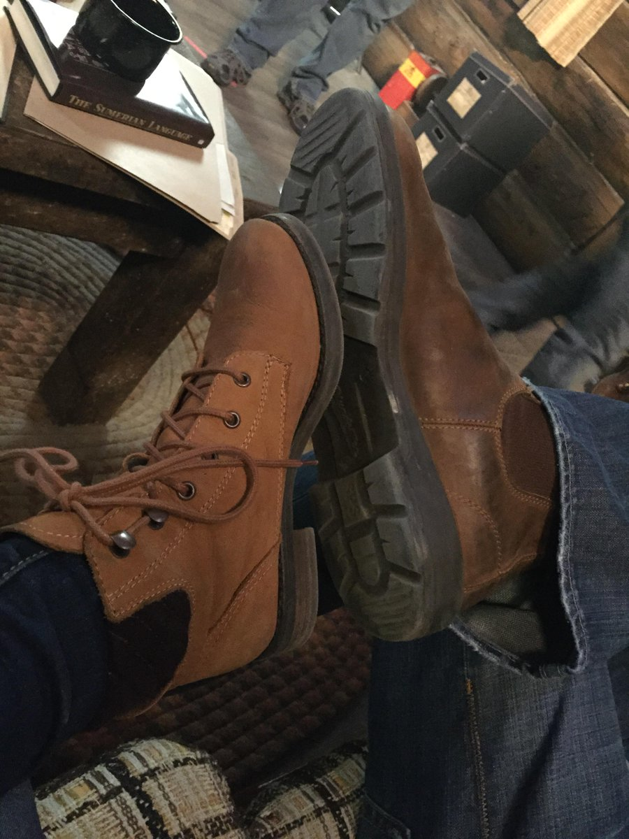 My episode isn't on tonight, but here's a picture of me and @jarpad's foot from last week's ep #Supernatural #special