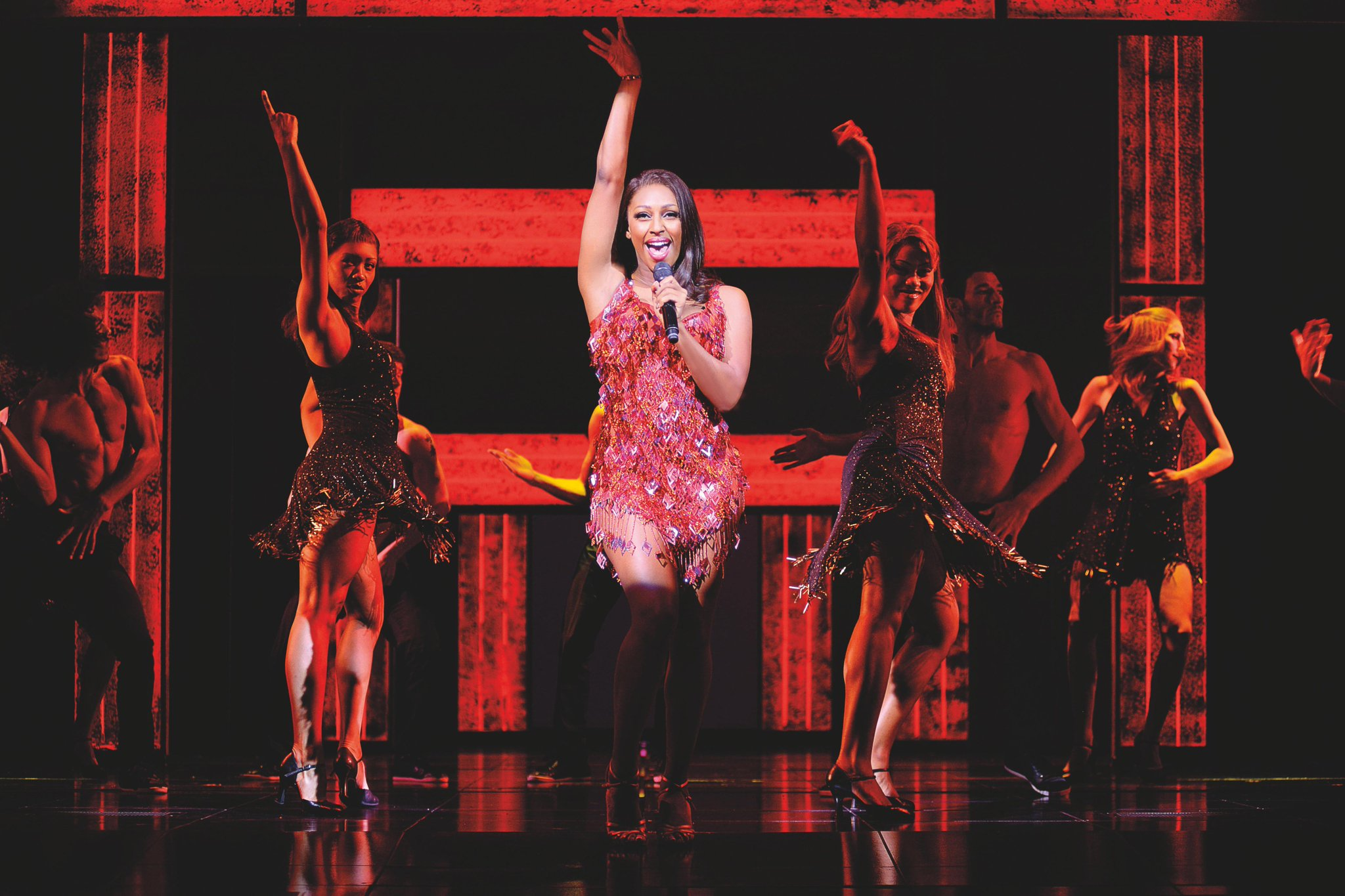 RT @WhatsOnWolves: 'I urge you to go see for yourself' 5 star review for @TheBodyguardUK at @wolvesgrand here http://t.co/basAA6JgSk http:/…