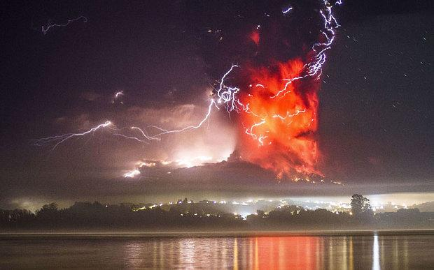 Stunning image of #Calbuco #Volcano eruption. Lightning is caused by friction in ash column. http://t.co/BBPl01VJt2 http://t.co/rFPd4smFdi
