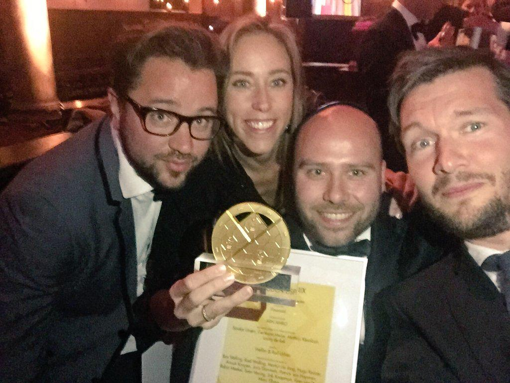 Ontzettend #trots! @ABNAMRO wint Gouden Esprix met de #Rollercoaster http://t.co/C6IaZlcVtU