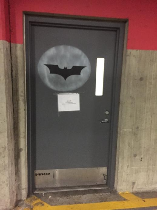 This is a door that actually exists at Microsoft. I'm in the room behind it and it's awesome. http://t.co/POtIH4sljd