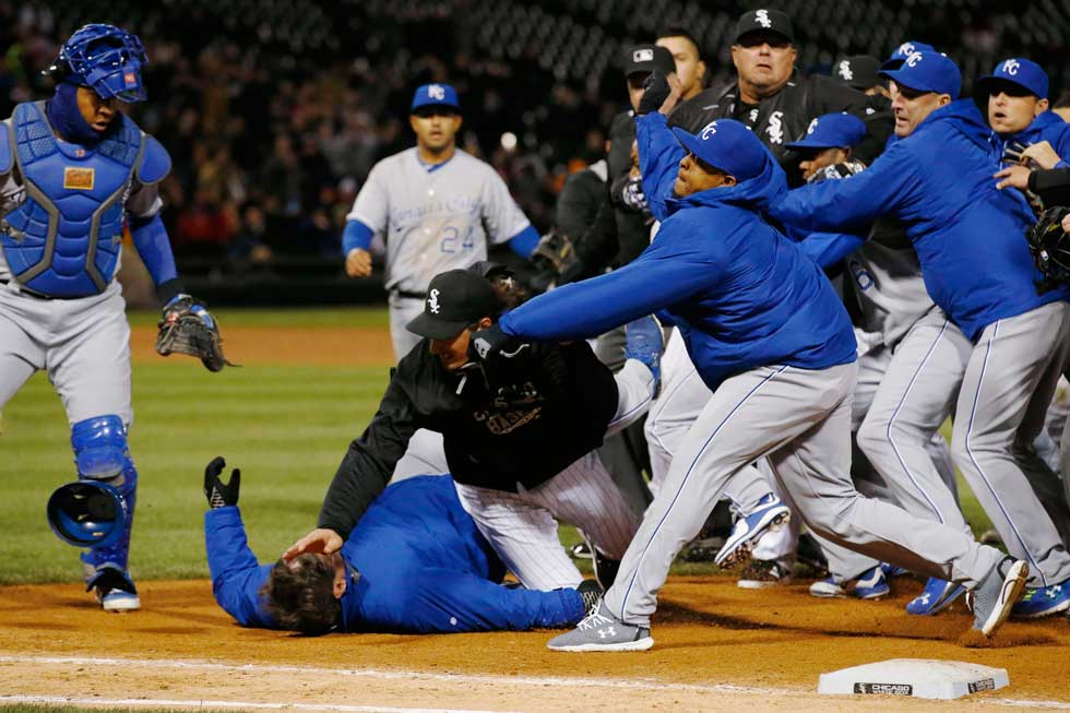 WOW RT @KCTV5: AP is moving brawl at the ball field photos post haste. It's 2-2 after 8 in Chicago. @whitesox @Royals http://t.co/NgyomK0dTX