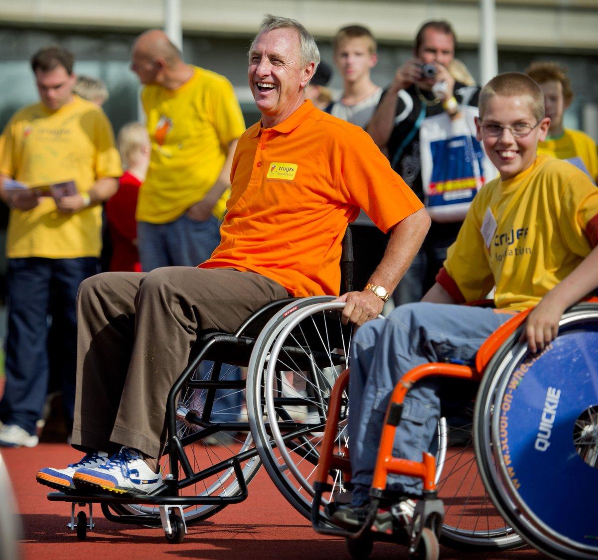 Vandaag is onze naamgever @JohanCruyff jarig! RT als je hem ook feliciteert met zijn verjaardag. http://t.co/TK1pp6Lj3m