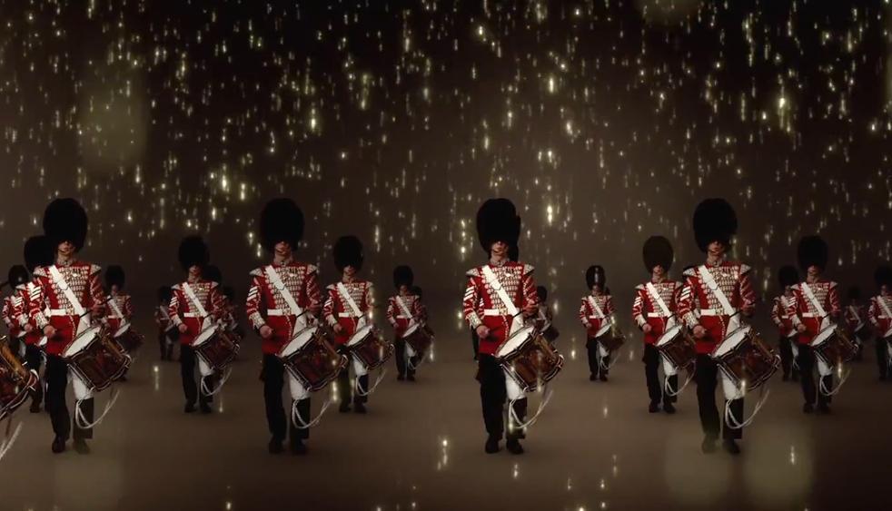 """#ExcluVogue Le défilé """"London in Los Angeles"""" de @Burberry en vidéo http://t.co/gCgSVu7BUi http://t.co/BKenSrZdk0"""