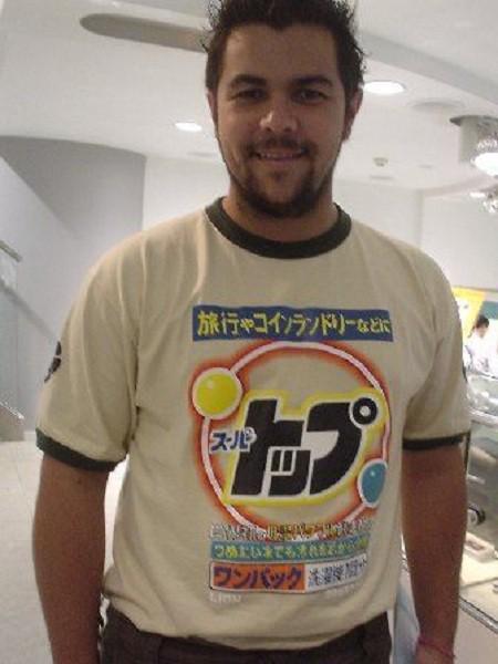 外国人が日本で買ったTシャツに書かれてる言葉の意味をわかってない系の画像で好きなやつ http://t.co/ytyKwDnhVm