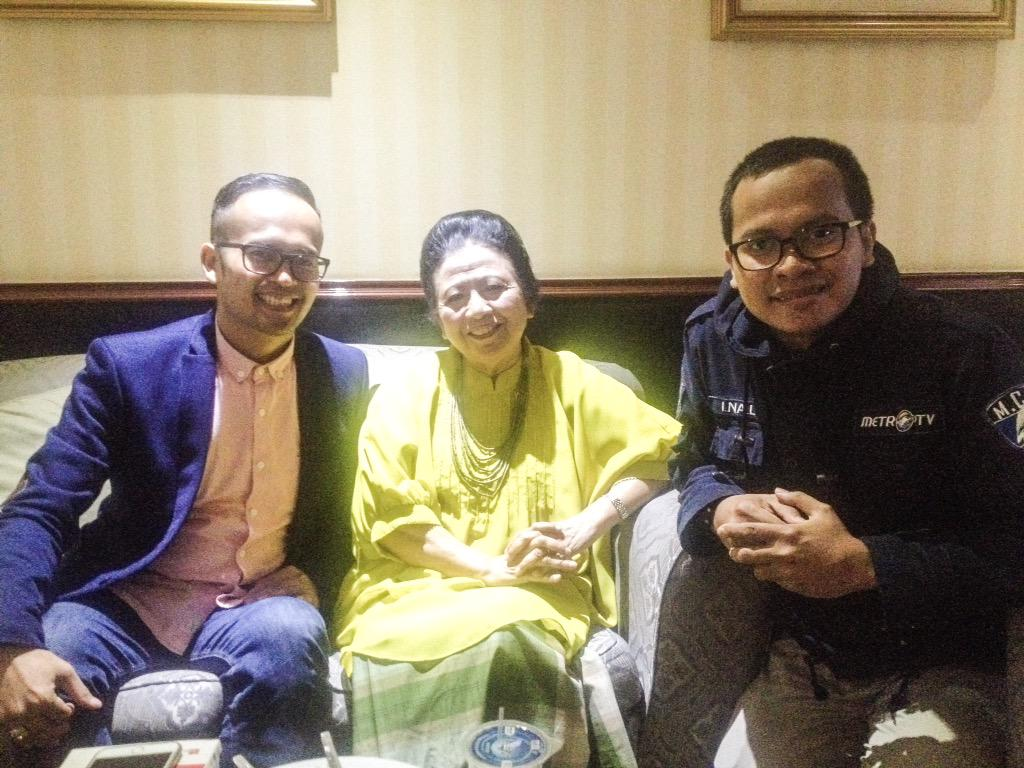 Bersama dua tokoh hebat kang @AsepKambali  dan ceu popong , hatur nuhun atas kunjungannya cc.. @IndoHistoria http://t.co/7cYTyUR4LF