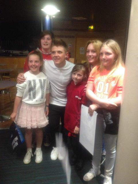 RT @TylerRattrayx: Met these little girls in the Que. 🙊 @nickymcdonald1 can you share this to see if these girls will pop back up x http://…