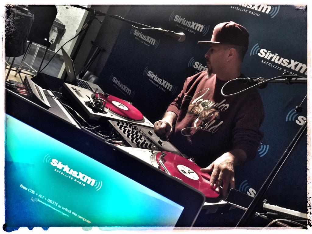 My brotha @DJTONYTOUCH in for @REALDJPREMIER playing HEAT!! on @HipHopNation #LFHQsxm http://t.co/UhfHIcmhck