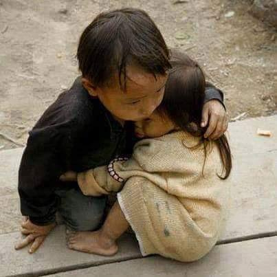 Two and a half year old sister protected by four year old brother in Nepal the most divine picture of the century! http://t.co/tgHvHduPEe