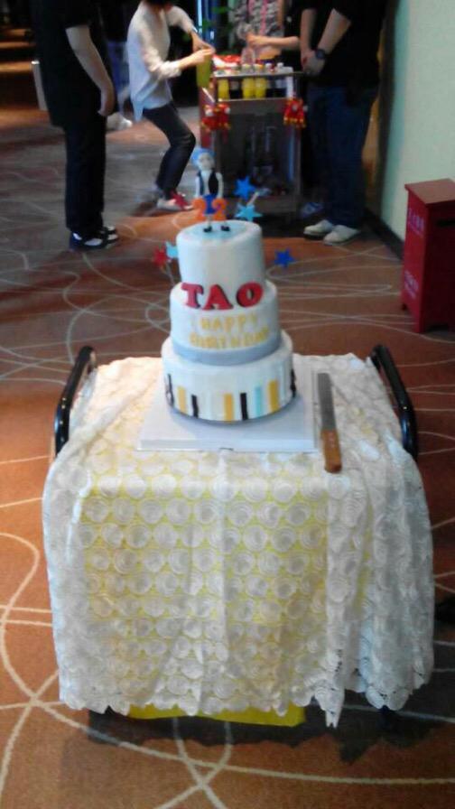 150502 Tao birthday's cake