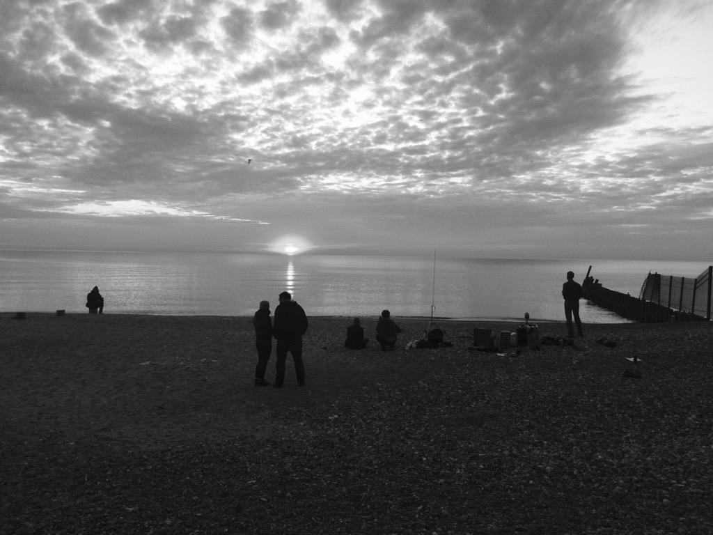 Radius Episode 63: @eleona LIVE sunrise broadcast from a Lake Michigan beach in Chicago, USA. @soundtent #REVEIL http://t.co/w4lxBXdcQo