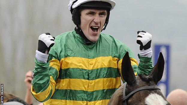 Legend is an overused word in sport, but it really can be applied to the great @apmccoy. #ThanksAP #simplythebest http://t.co/yIKU6jI8Um