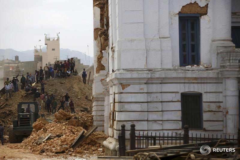 Nepal quake toll reaches 688 - govt http://t.co/eFTgSEZ3Wl #earthquake http://t.co/jai8f7JqTY