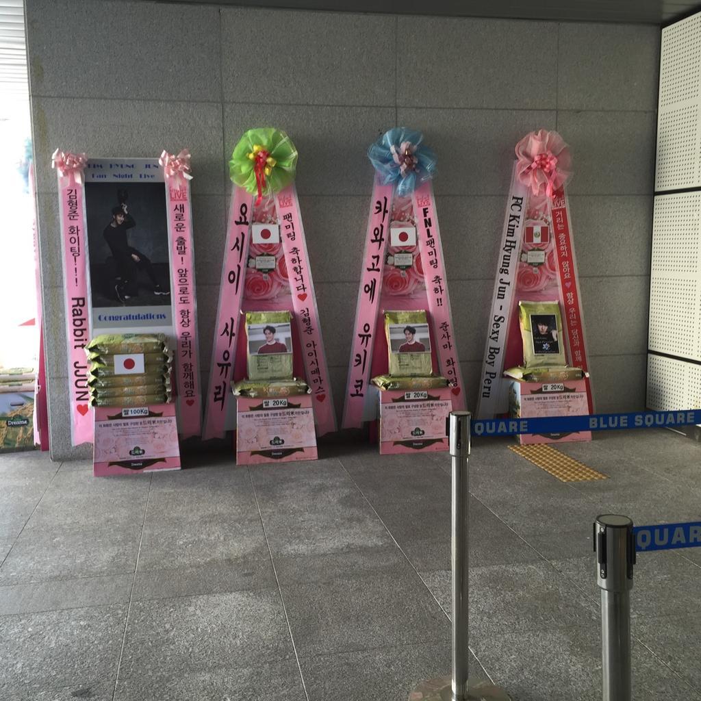 rice stands at HyungJun FNL venue. cr: @AunnyBkk http://t.co/4NiQSQ8yKa