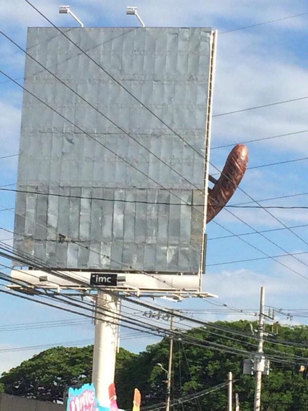 Wow :) RT @jbdba: Ahah ce terrible #fail publicitaire nous vient du Costa Rica et est plutôt magique ! http://t.co/vhbmV7h07p