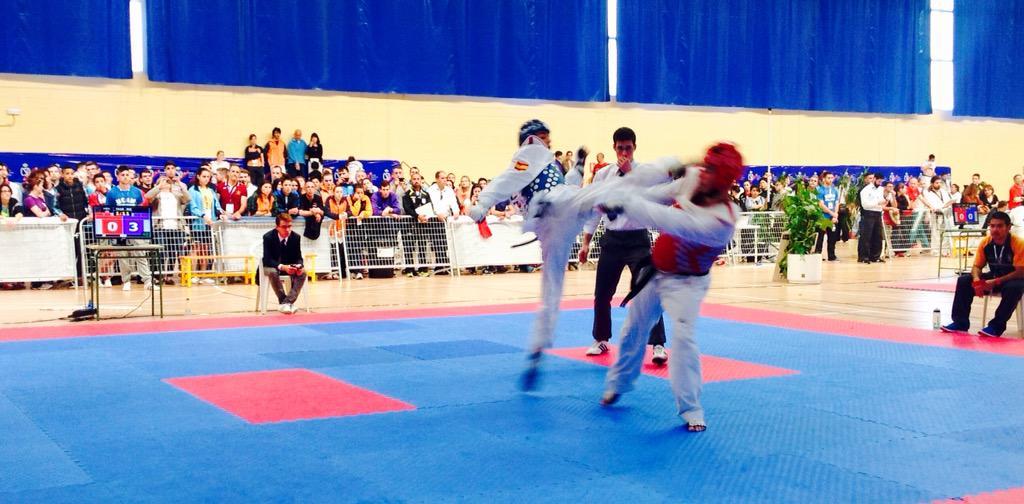@joelgonzaleztkd ya está en semifinales! Máxima expectación durante el combate de nuestro campeón #CEU2015 #Taekwondo http://t.co/mAODrxsz4T