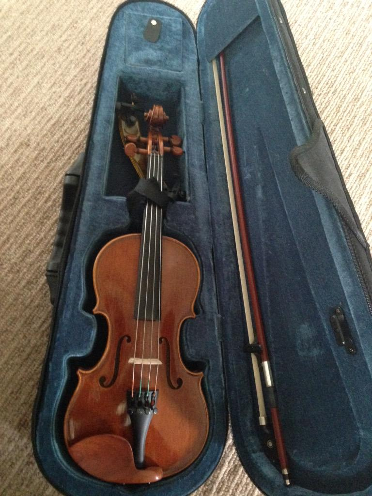 Anyone interested in a starter viola for free or know somewhere looking for donations of musical instruments? Thx! http://t.co/aodf0QfcHg