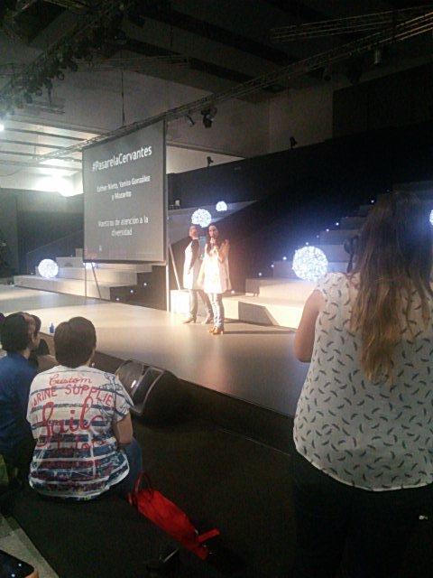Maestras de atención a la diversidad recitando con las praxias. ¡Gracias, chicas!  #LenguandoIFEMA #FIE2015 http://t.co/PMIxVaEDK7