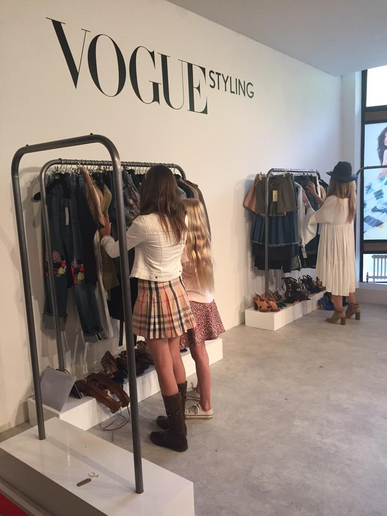 RT @MissVogueUK: The afternoon's Speed Styling continues! Just 3 mins to impress Vogue editors with your style prowess. http://t.co/Q4yweia…