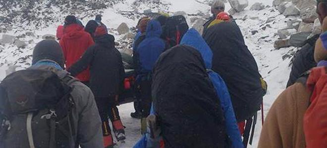 3 italiani bloccati sull'Everest dopo il Terremoto in Nepal di ieri