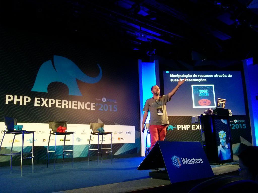 Mais sobre APIs agora com o Alex Piaz #phpexperience http://t.co/OPOiWFwZrH