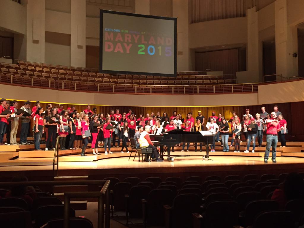UMD Women and Men's choirs at #MarylandDay http://t.co/s1cTw9f1UF
