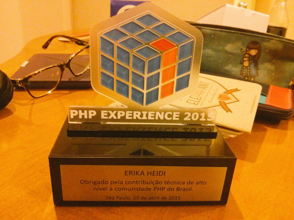 Parabéns aos organizadores da #phpexperience pelo excelente evento, e muito obrigada por esse presente especial :)💜 http://t.co/zEzO3rZcGa