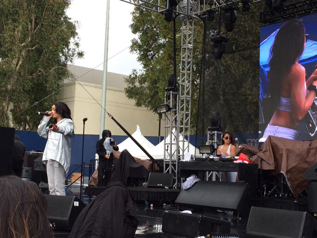 Kehlani, we FWU. She just killed the main stage! Next up: Shwayze! http://t.co/yB2vRsPUme