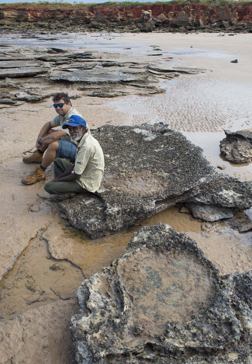Good times tracking with Curtis from @YawuruAU & #Goolarabooloo Law Boss Richard Hunter #DinosaurCoast #Kimberley #UQ http://t.co/dSA8c9xiuM