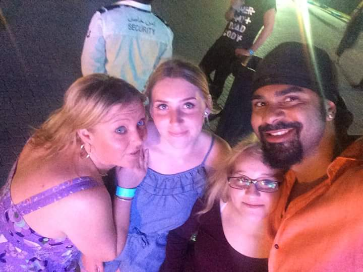 RT @jeanniebubs: @mrdavidhaye. You made my daughters holiday at the robbie concert :-) http://t.co/N5GpNuYzKT