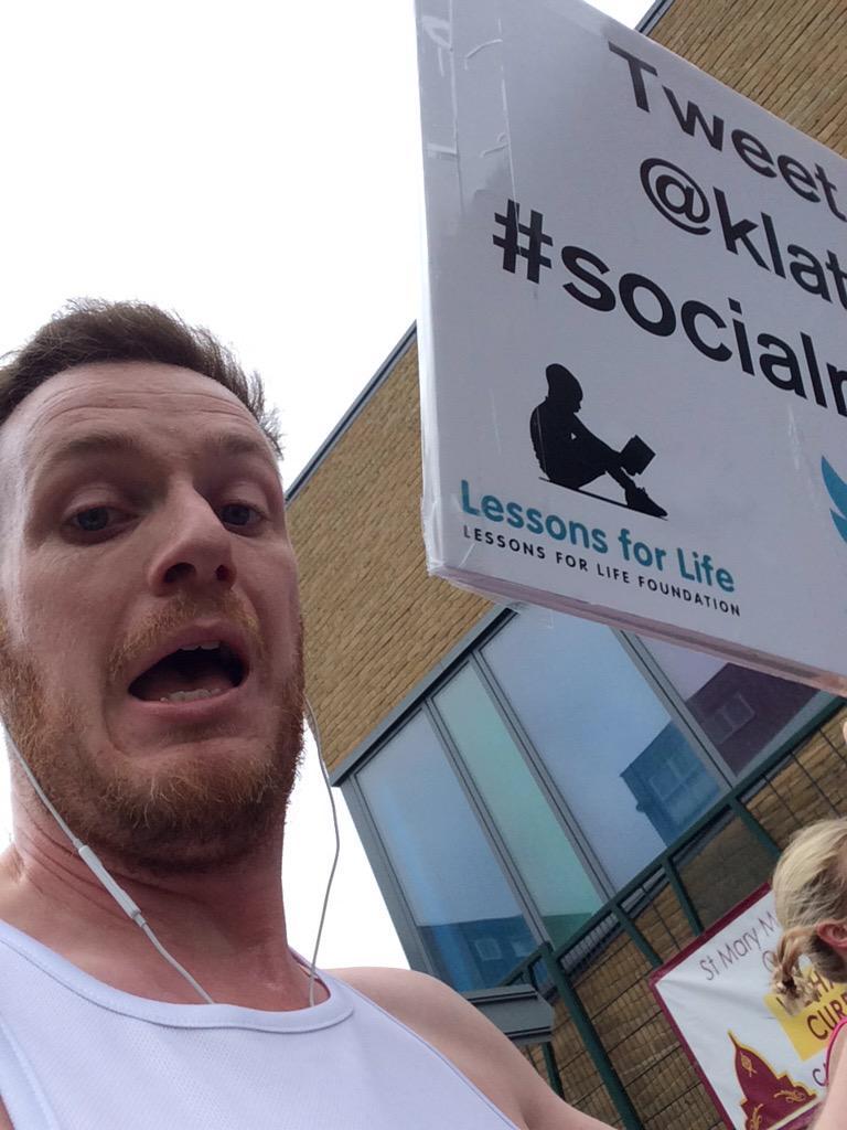 Are you seeing this?! @klattkins is #livetweeting his @LondonMarathon Live now #socialmarathon http://t.co/XriFhVn41P http://t.co/M5lxbh6j7N