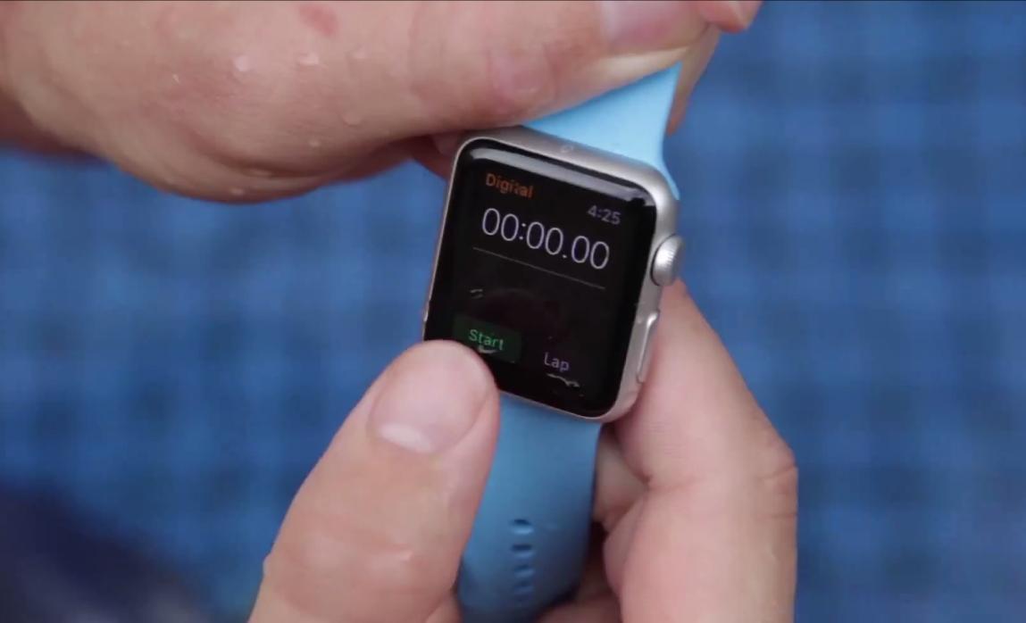 Apple Watch, quanto tempo resiste sott'acqua VIDEO