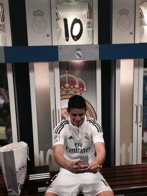 Cristiano ronaldo on twitter james rodriguez taking a selfie after entering the real madrid - Canomar madrid ...