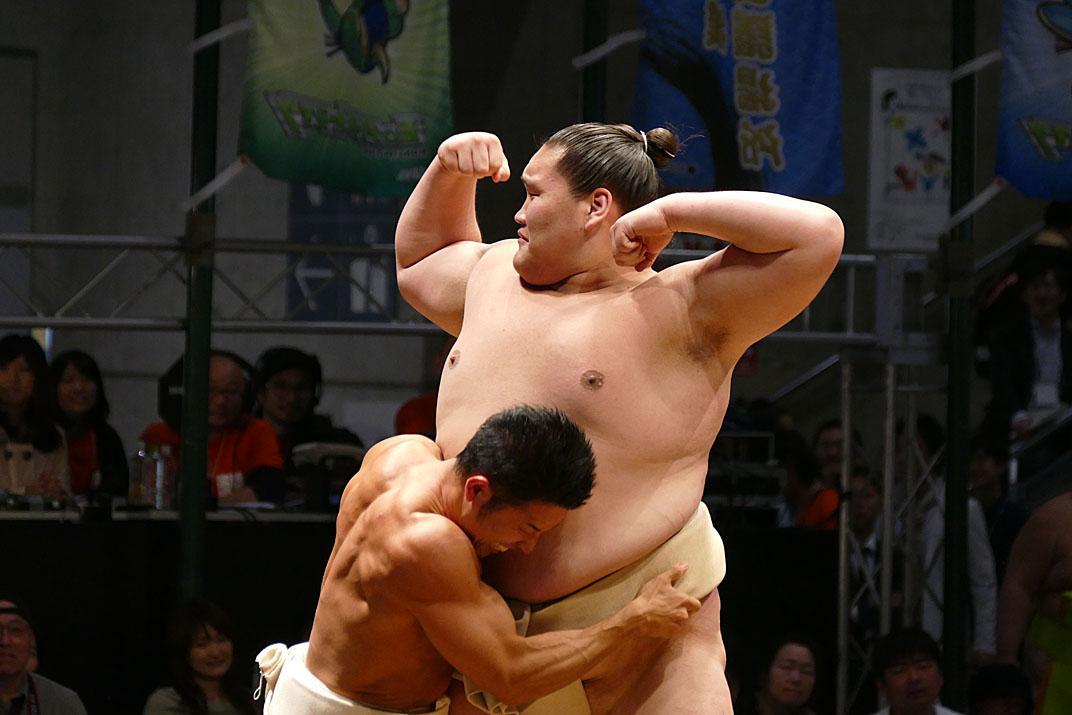 <大相撲超会議場所>わんぱく土俵祭り。照ノ富士となかやまきんに君。#sumo