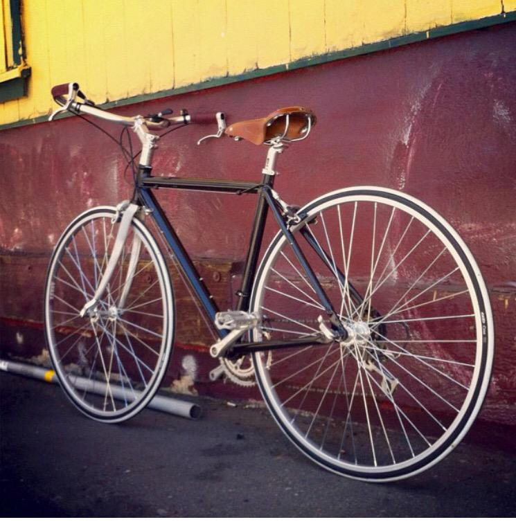 This is my stolen bike @SFPDBikeTheft, except it has a black Brooks saddle. http://t.co/gP3rxnVxqz
