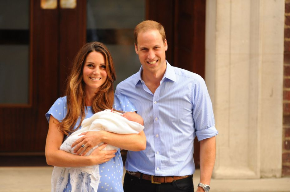 The #royalbaby will be announced on Twitter. Typical new parents, posting baby photos online http://t.co/hoBcqfH710 http://t.co/AU34hgXPTy
