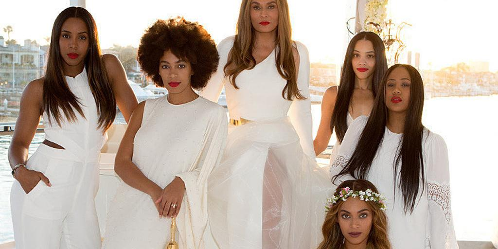 Did @Beyonce's mom just break a major rule at her wedding? http://t.co/T0PXe4N1dg http://t.co/HsAJERR5jJ