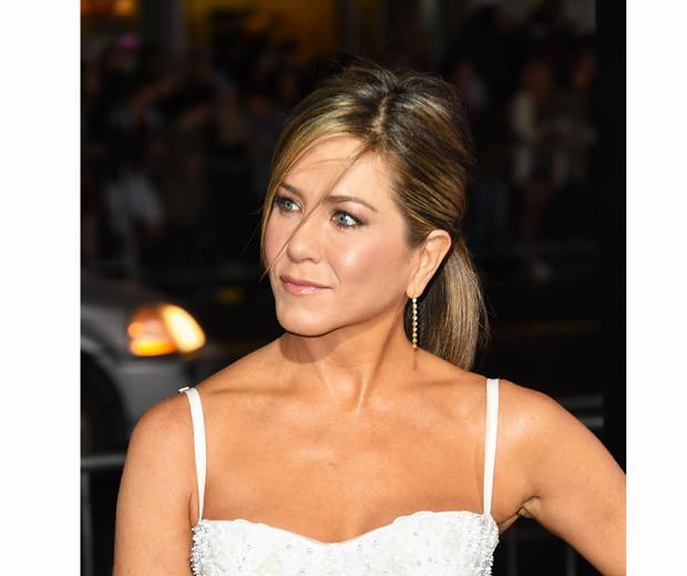 So Jennifer Aniston's youthful skin secret will only cost you £3... (Mind. Blown): http://t.co/EXdcm1L1fF http://t.co/7d0bjs4388