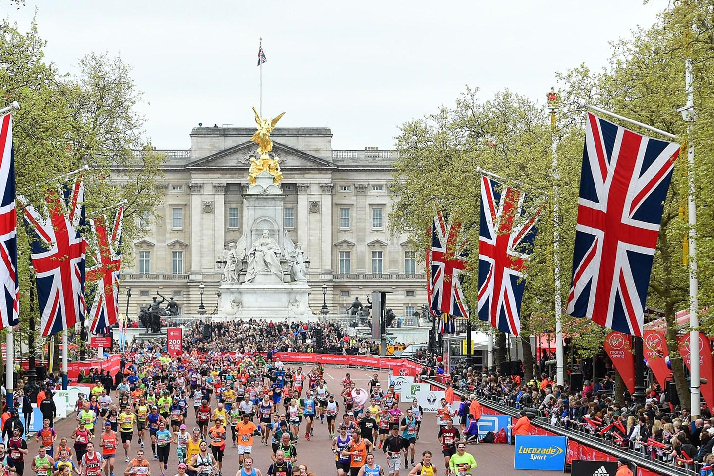 DON'T MISS: All the beautiful images (& model runners) from the London Marathon this weekend http://t.co/LOMGSVtF6V http://t.co/gaEpupmmNn