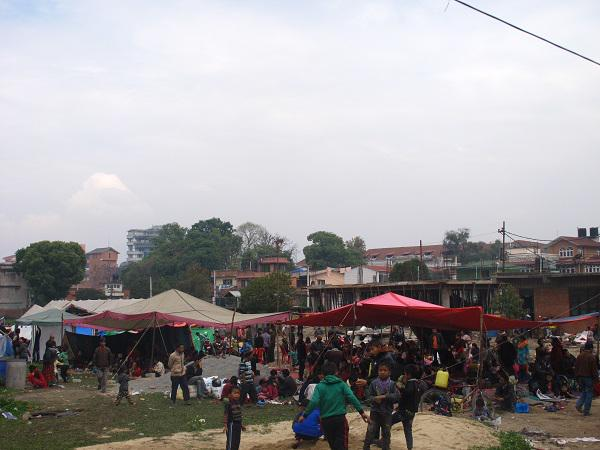 In the aftermath of the #NepalQuake, people camp in any space they find. Help #WFP respond: http://t.co/mwZcsqGTAf